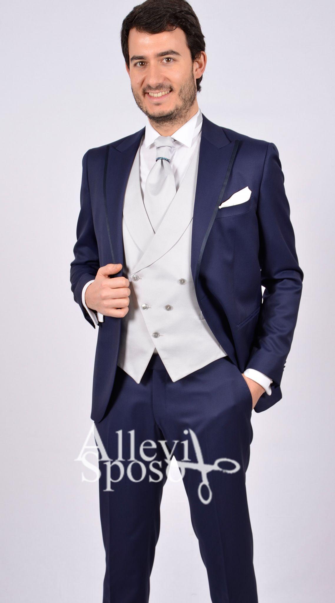 abito smoking bordato blu gilet doppiopetto Abito da sposo e abito da  cerimonia smoking blu petto 29da9b0806d
