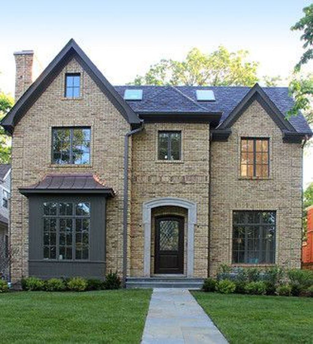 32 Awesome Yellow Brick House Exterior Design Ideas Pimphomee In 2020 Brick Exterior House Ranch House Exterior Yellow Brick Houses