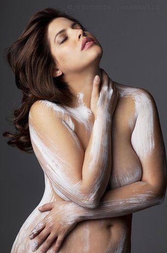 Modelos posan desnudas contra expectativas irreales sobre cuerpo femenino | FOTOS