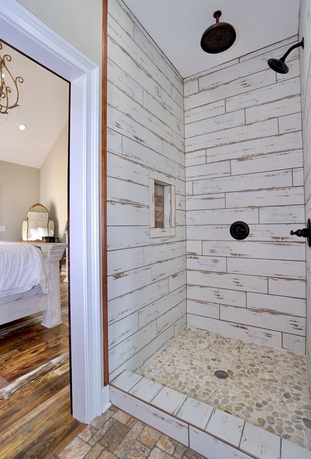 Awesome 60 Insane Farmhouse Shower Tiles Remodel Ideas Https Homeideas Co 14053 60 Insane Farmhouse Farmhouse Shower Rustic Bathroom Shower Bathrooms Remodel