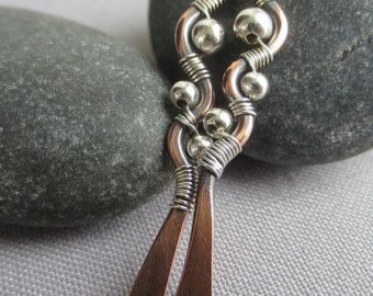 Silver Hammered Earrings w. Amethyst/ Stick por mese9 en Etsy