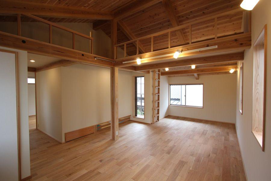 2階は将来間仕切りができるフリースペース ロフトも遊び空間や収納