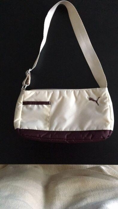 Mein Kleine Handtasche von Puma von Puma! Größe  für 1,00 €. Sieh´s dir an: http://www.kleiderkreisel.de/damentaschen/handtaschen/139081450-kleine-handtasche-von-puma.