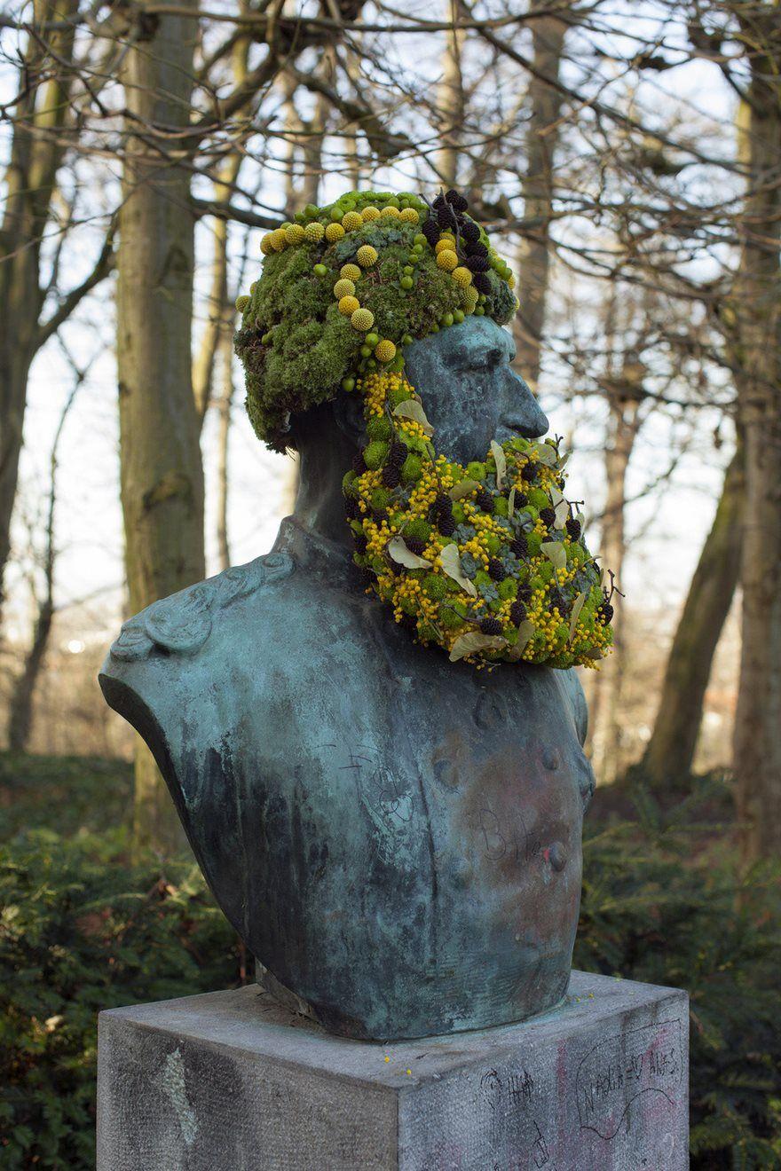 Geoffroy Mottart gives life to cold monuments in Brussels by providing them with flower crowns and beards. This urban intervention project is called Fleurissements and it aims to revive statues in parks that seem to be forgotten.