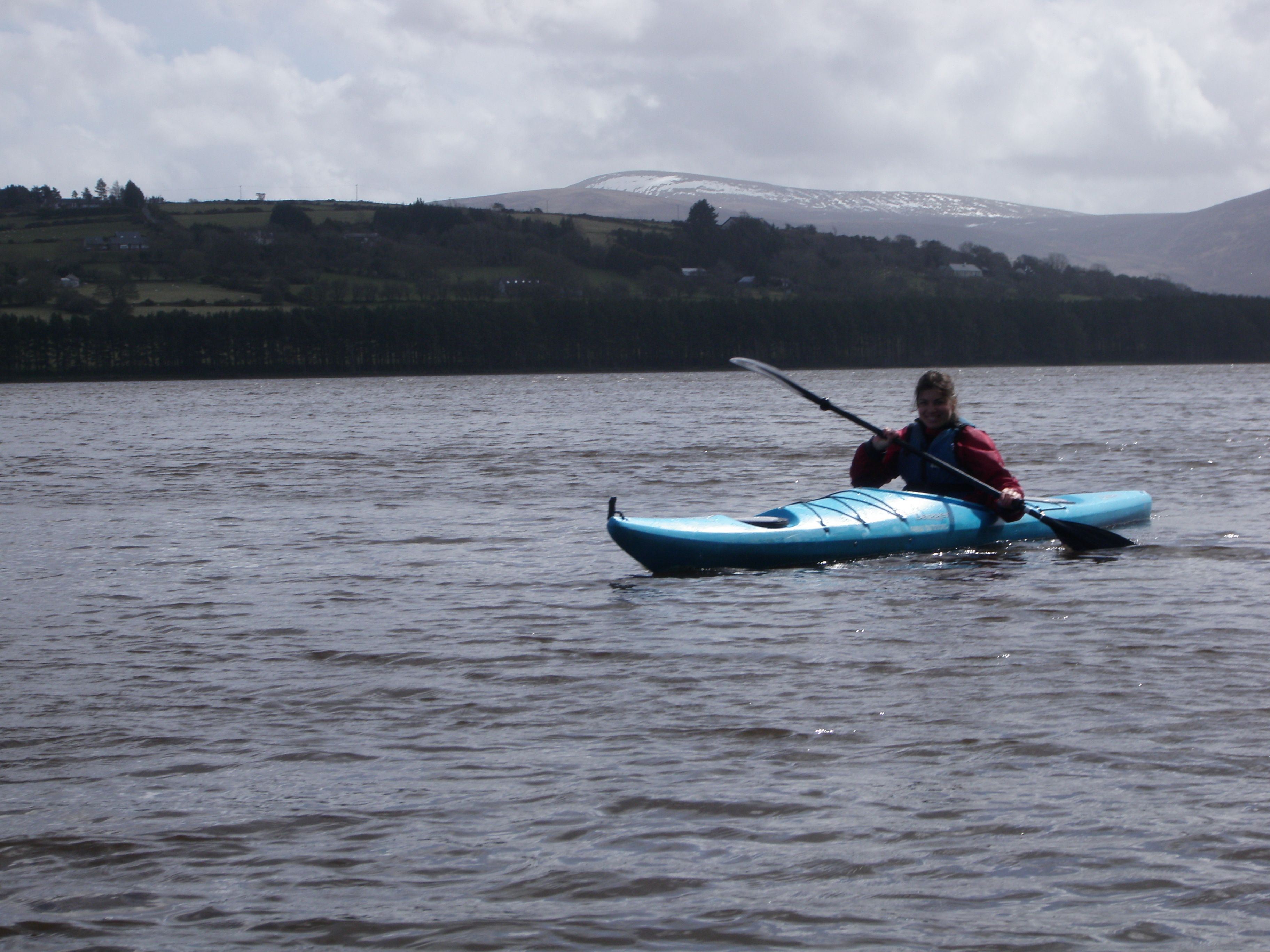 Con il sole e con il grigio, con il vento pro o contro...  kayaking!