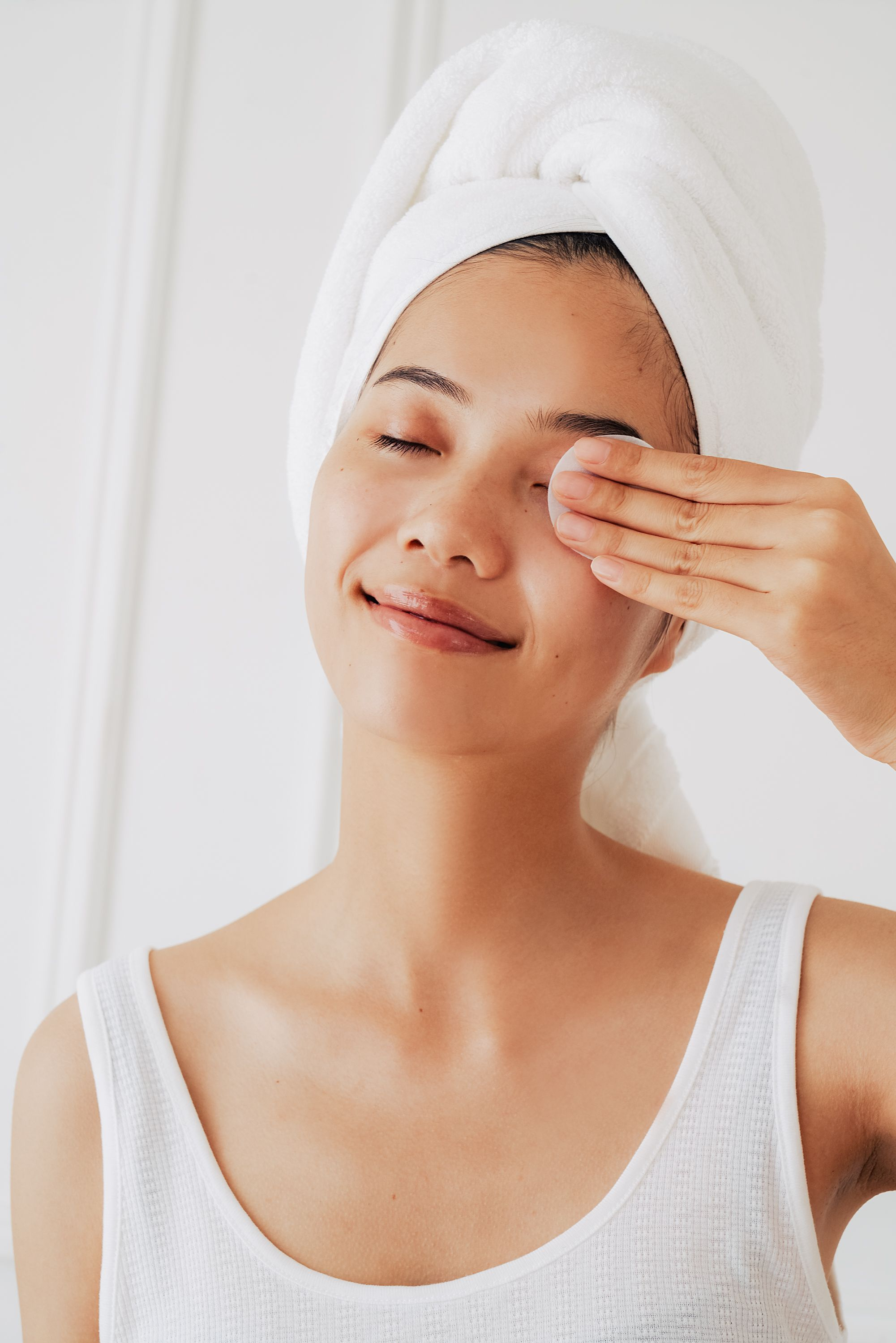 Removes all traces of makeup that soap and water can leave