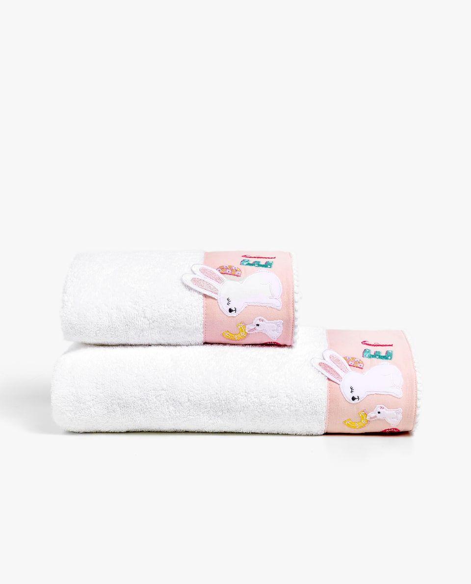 Handtuch Mit Appliziertem Hasen Und Alphabet Handtucher Badezeit Kinder Zara Home Deutschland Zara Home Kind Badezimmer Handtucher