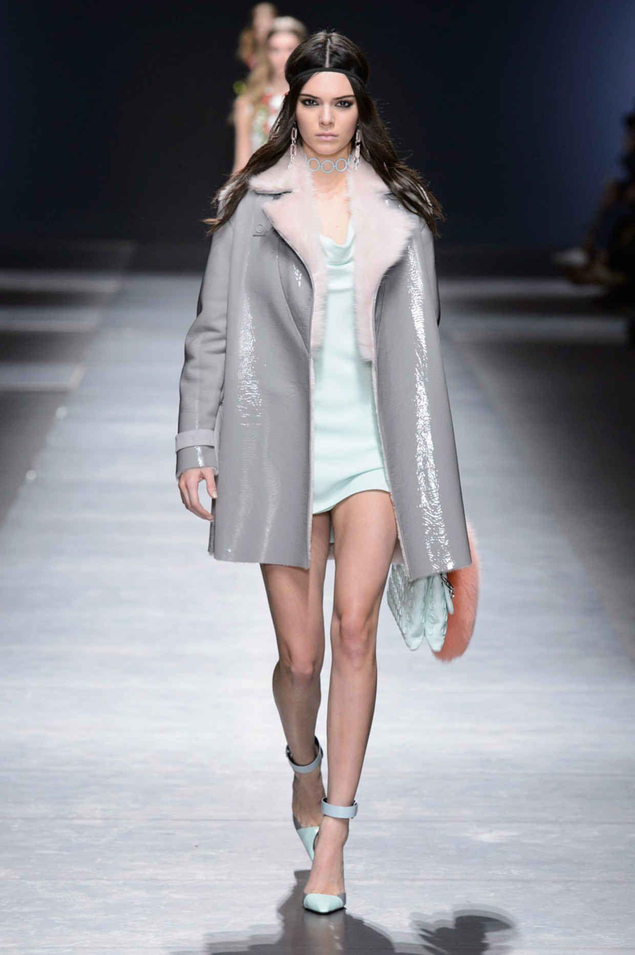 Versace MFW fw16-17 #KendellJenner Photo: Imaxtree