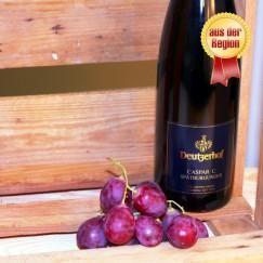 Caspar C. Spätburgunder Der wohl schönste #Rotwein des Weinguts #Deutzerhof. Neun Monate im Barrique gereift, tiefdunkel in der Farbe mit einem süßlichen Duft von #Schokolade und roten Früchten. Noten von Cassis, #Holunderblüten und Veilchen sorgen für eine angenehme Balance. Zarte Tannine und die angenehme Fruchtsäure sind harmonisch aufeinander abgestimmt. Ein idealer Begleiter zu Wildgeflügel, Wild in leichter Fruchtsoße, einem saftigen Filetsteak oder einfach einem herrlichen Abend zu…