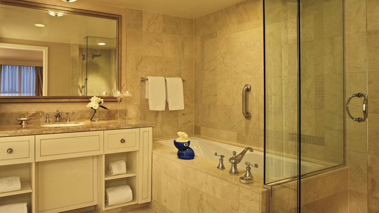 PhotoGallery l The RitzCarlton, Buckhead Hotel bathroom