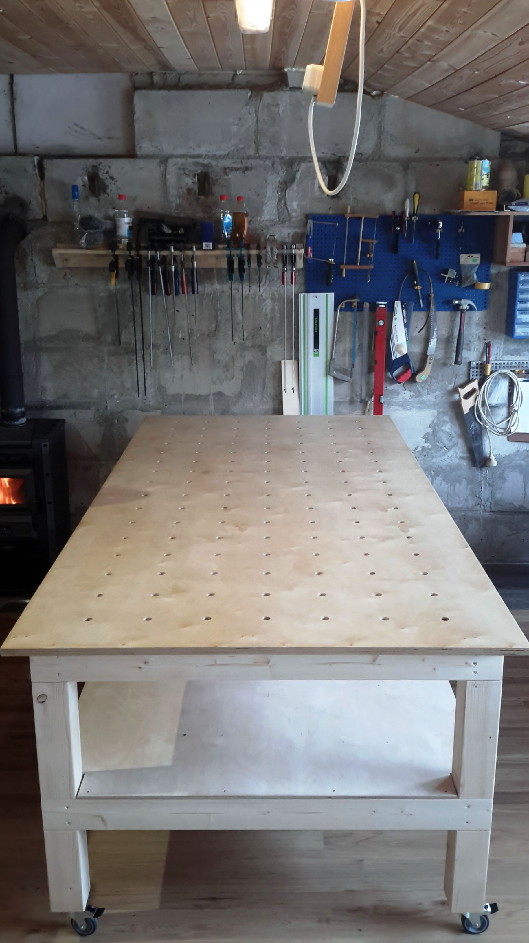 Big Workbench On Wheels Workbench On Wheels Diy Woodworking Wood Jig
