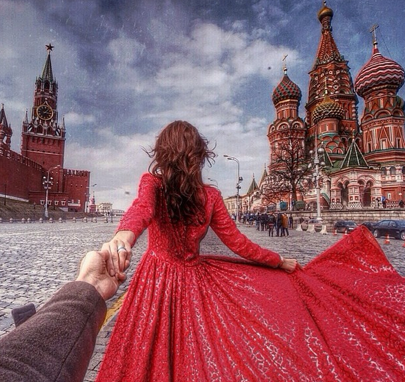 Girlfriend Led Her Photographer Boyfriend Around The World And The Pictures He Took Are Amazing Murad Osmann Moscow Photo Series