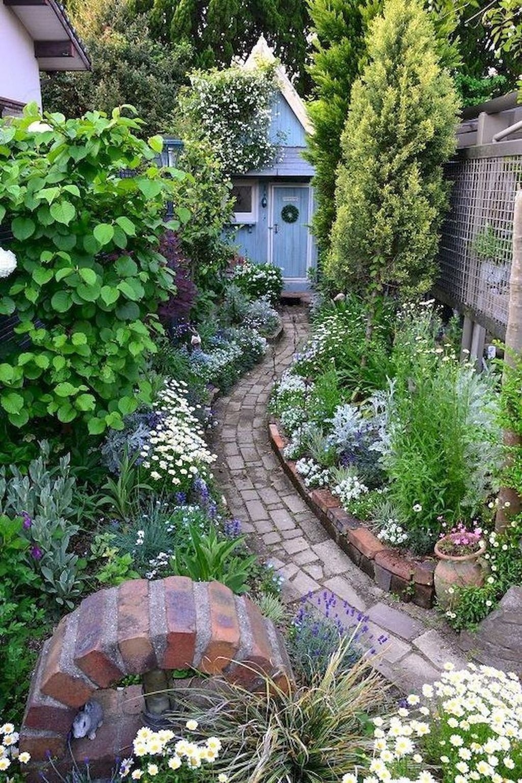32 Perfect Front Yard Cottage Garden Ideas   Small cottage ... on Cottage Yard Ideas id=35155
