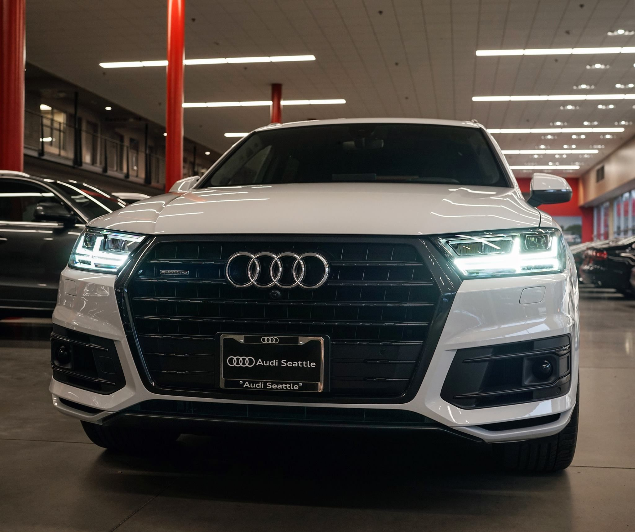 White 2017 Q7 In Black Optics Will Haul Your Little Squad Of Storm Troopers Anywhere Audiseattle Com Audi 2017 Dream Cars Audi Audi