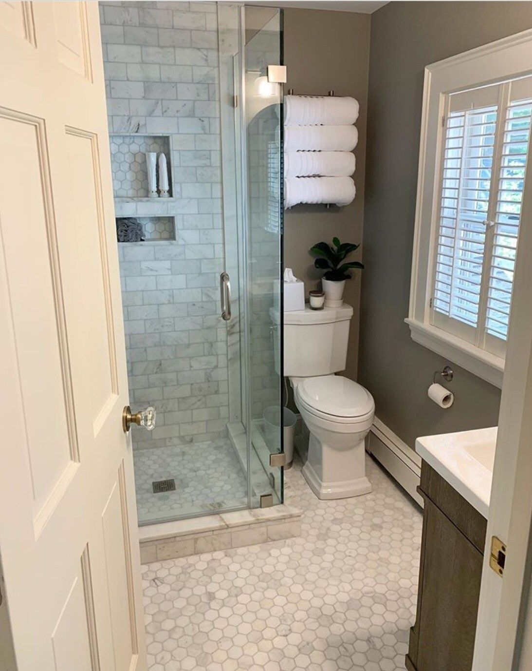 14 stunning design ideas for small bathrooms small on stunning small bathroom design ideas id=51948