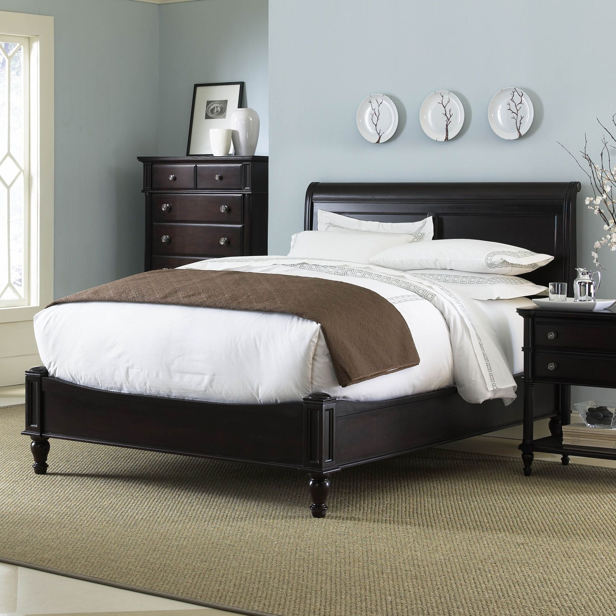 Cresent Furniture Modern Traditional Low Profile Sleigh Bed In Rich Chocolate Brown 1059