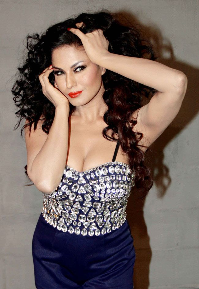 Veena Malik Hot Cute & Spicy Photo Shoots | Kerals Cafe