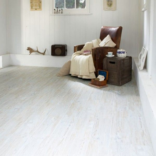 Oak White Vinyl Floor Makes This Room