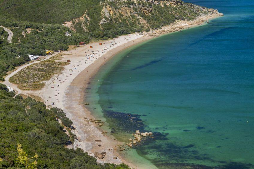 Las Mejores Playas Cerca De Lisboa Playas Hermosas Viajar A Lisboa Playas Paradisiacas