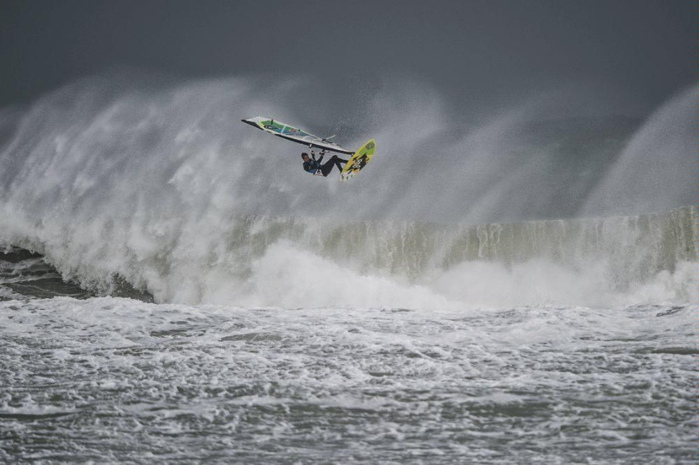 Discovery Canada on Surfing, Windsurfing, Sup surf