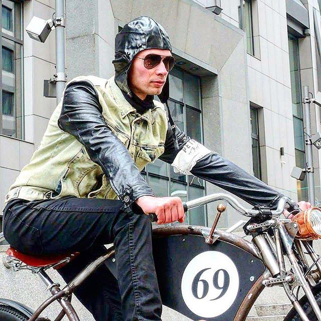 Ebiker - Retro-man  Love the fashion style  @ludovik_bikes  @iren_re_  @ebike_eu . . . . . . . . . #steampunkart #ecologia #ecologic #ecology #fixies #classicbike  #fixielife #lowriders#ebike  #electricbike#singlespeed#선팔 #맞팔 #인스타그램 #소통 #대학생 #셀스타그램 #bicicleta #데일리 #대구 #팔로우 #구미 #셀카 #일상 #셀피 #친스타그램#renewableenergy  #사진  #keirin