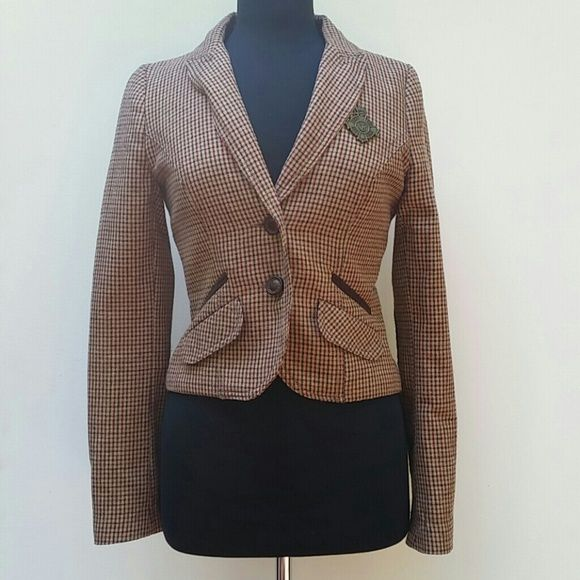 """!Zara Blazer Great condition with no flaws. Size small. Arm length is 24"""". Overall length is 17"""". Zara Jackets & Coats Blazers"""