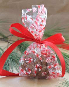 adorable candycane cellophane party bagsalso called loot bags goodiegoody bags