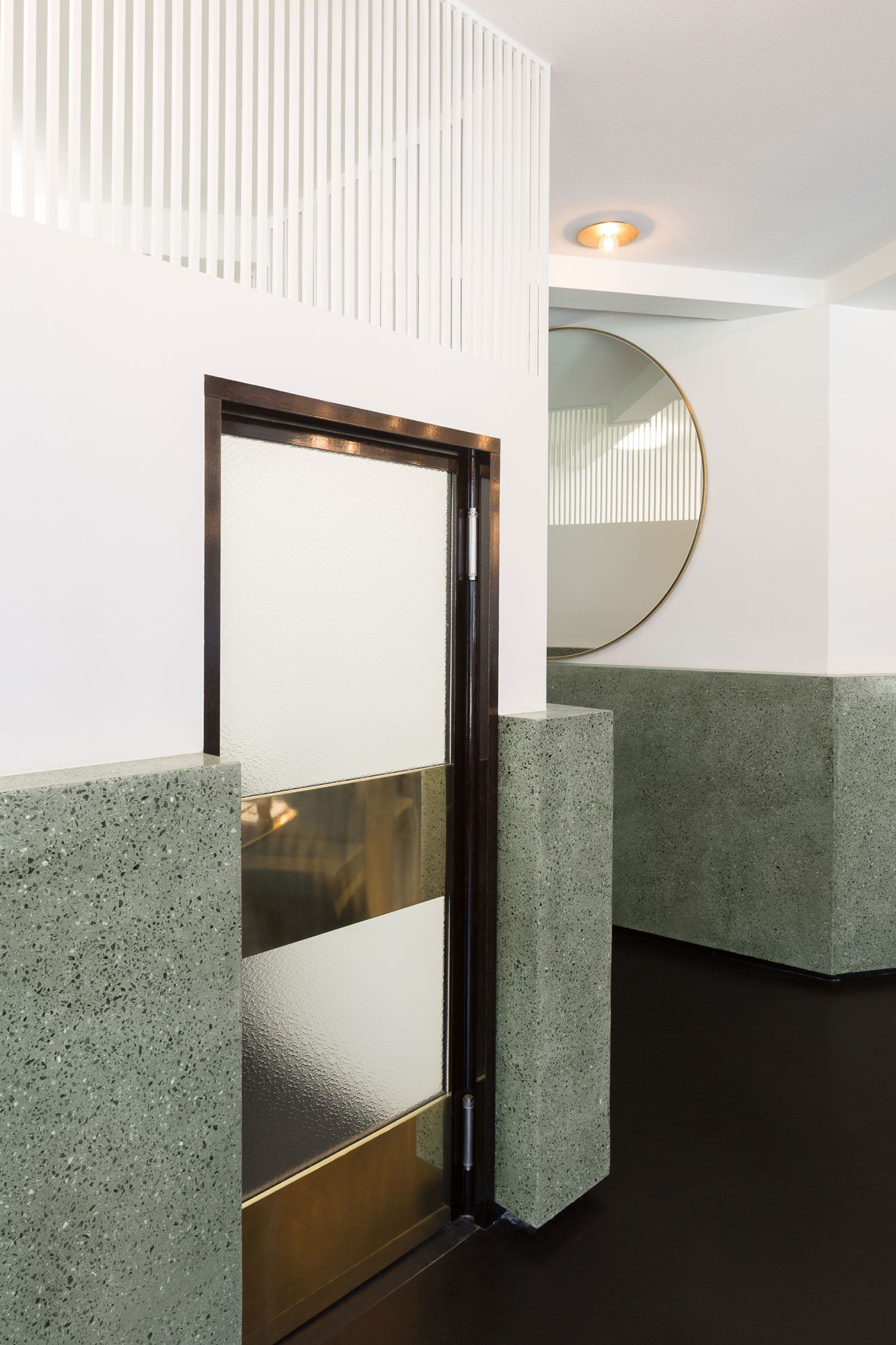 Porte Wc Interieur Ou Exterieur Victor Café Brussels By Robbrecht And Daem Cafe Decoración