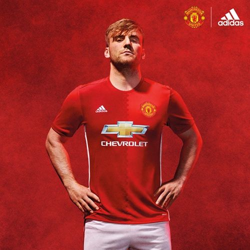 Pics Seven United Stars In The New Home Kit Manchester United Manchester United Players Official Manchester United Website