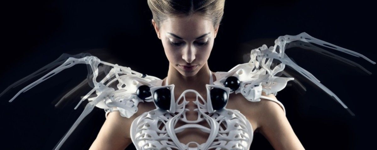 Coming In 2015 A Dress That Defends Itself Motherboard Wearable Tech Cool Tech Gadgets Technology Trends