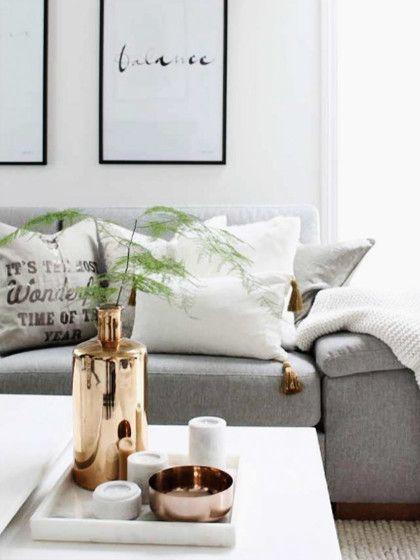 Das weiße Tablett lässt die recht großen Deko-Elemente nicht zu - wohnzimmer deko gold