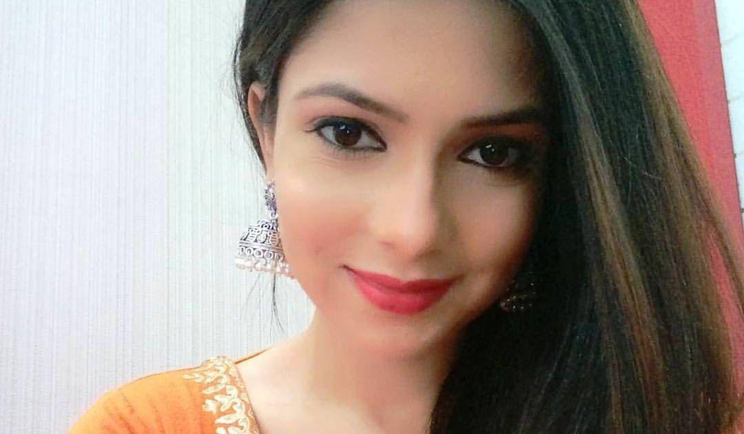 Sayantika Banerjee Photoshoot | Holidays OO