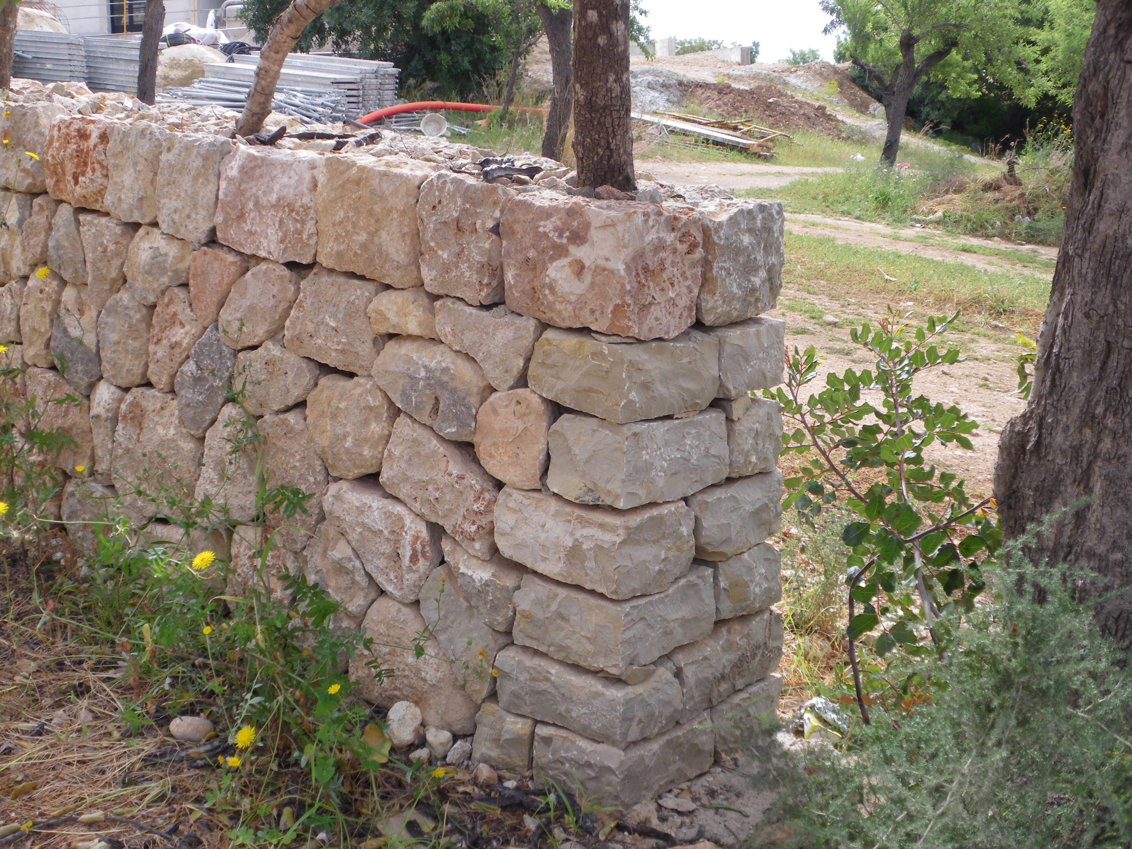 Esquina de muro de piedra en seco para finca r stica - Muros de piedra ...