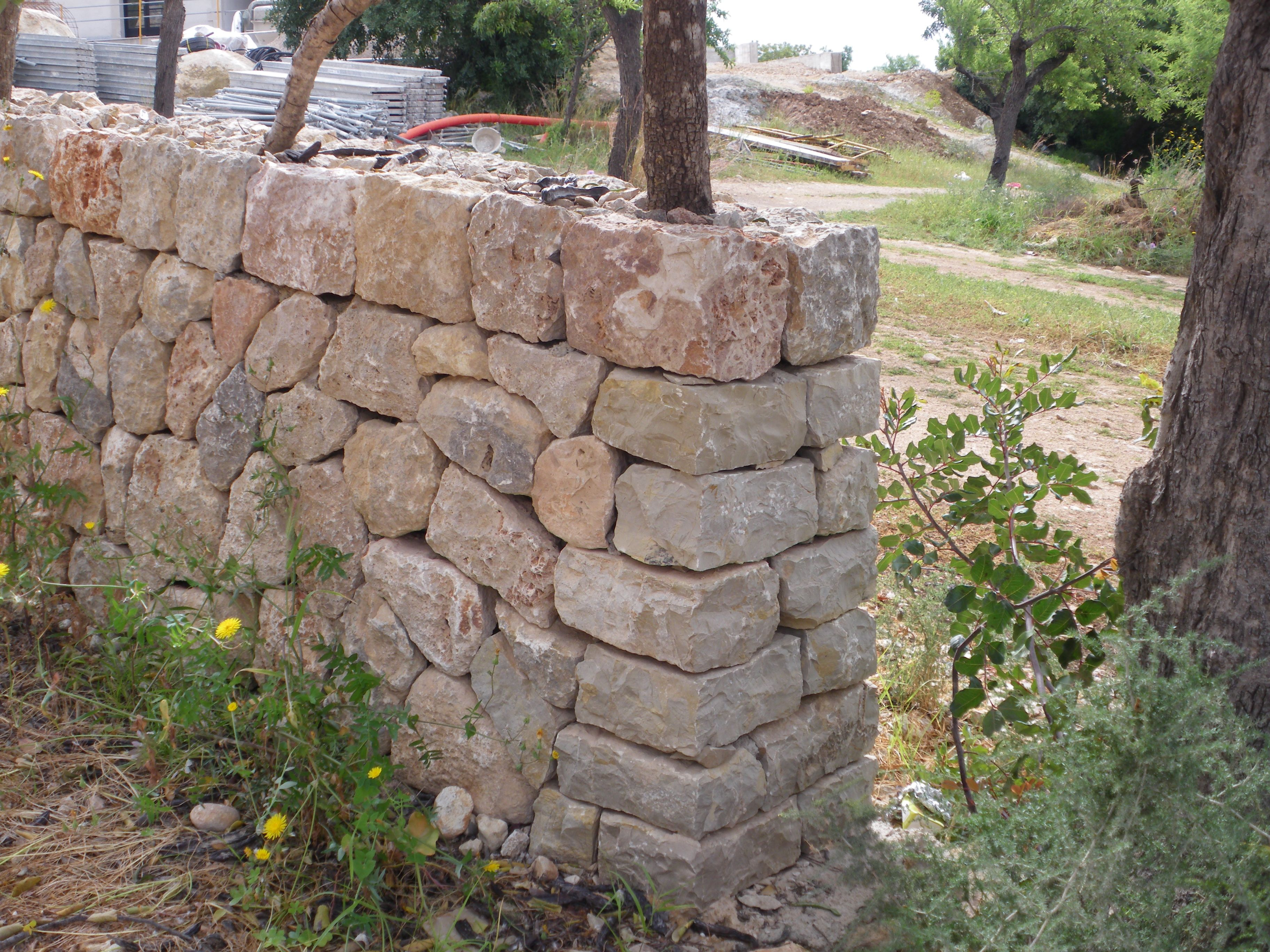 Esquina de muro de piedra en seco para finca r stica - Arquitectura rustica moderna ...
