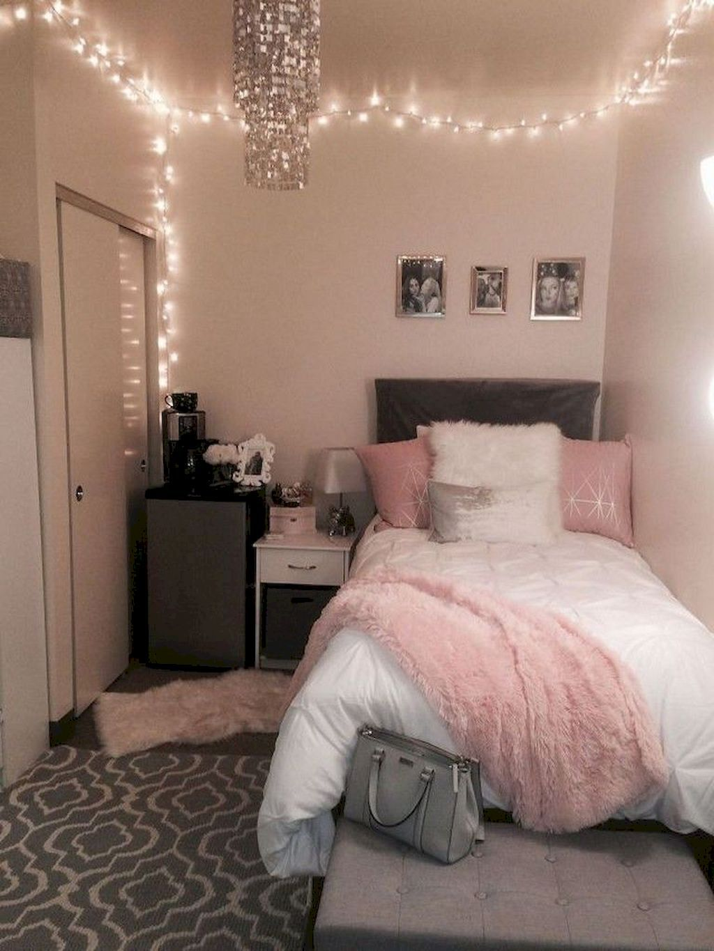 Cool 75 Cute Dorm Room Decorating Ideas On A Budget Https Frontbackhome Com 2844 75 Cute Dorm Room Decorat Simple Bedroom Apartment Room Small Girls Bedrooms