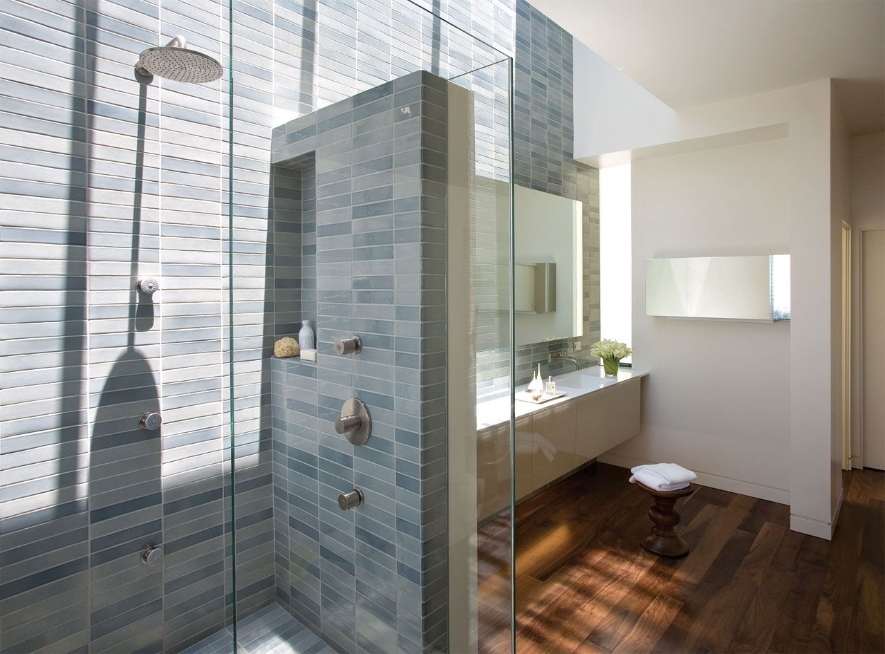 wall-design : glazed wall for shower area combined with grey tiles