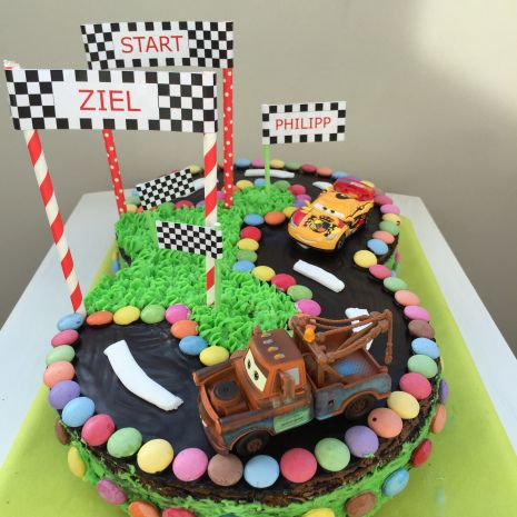 Hup Hup Hurra Cars Torte Zum Kindergeburtstag Backen