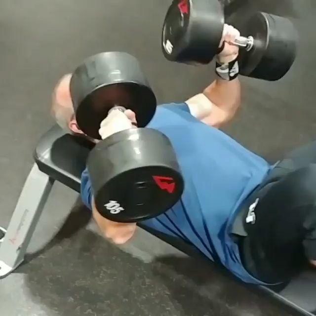 Even your grandad lifts more than you do 😲 • • • (Via @sagaskins)