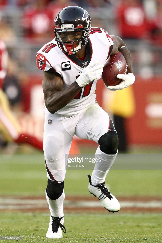Wide Receiver Julio Jones Of The Atlanta Falcons Carries The Ball Atlanta Falcons Football Julio Jones Atlanta Falcons Players