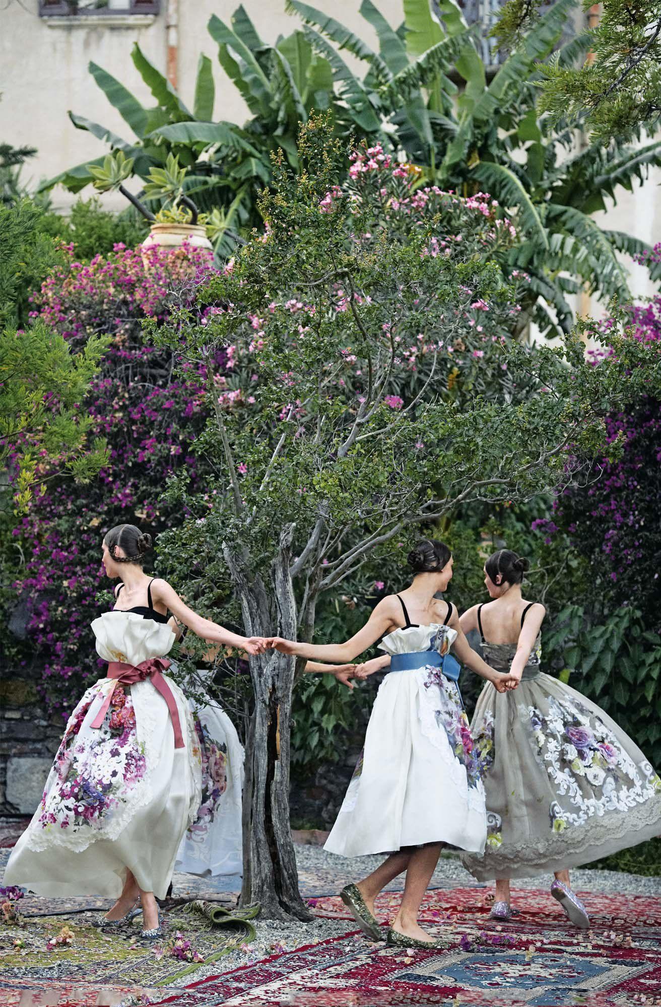 Vogue: Like a Painting - Aymeline Valade, Bette Franke, Elza Luijendijk, and Zuzanna Bijoch, Taormina, Sicily, 2012