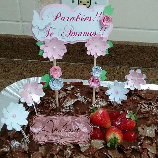 Cake Topper  #artisse #caketopper #caketoper #topodebolo #decoracaobolo #bolodecorado #topperdebolo #amor #flores #rosas #rosa #aniversario #parabens #comemoracao #feliz #carinho #tialidiabolo #tialidiabolos  @lidiaserem