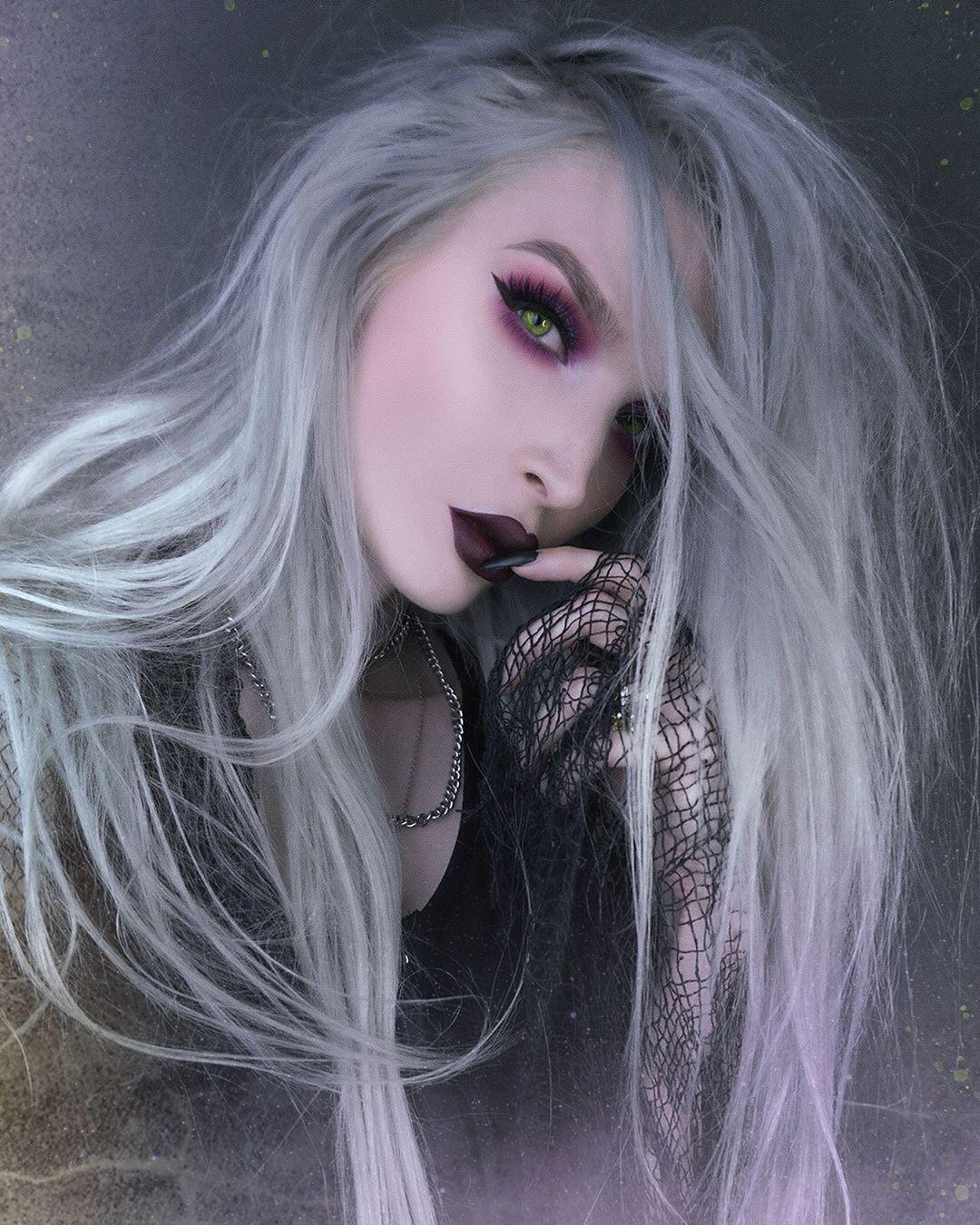 """𝔍𝔞𝔡𝔢 𝔱𝔥𝔢 𝔩𝔦𝔟𝔯𝔞 on Instagram """"Vampy vibes 🧛🏻♀️🥀 P.S"""