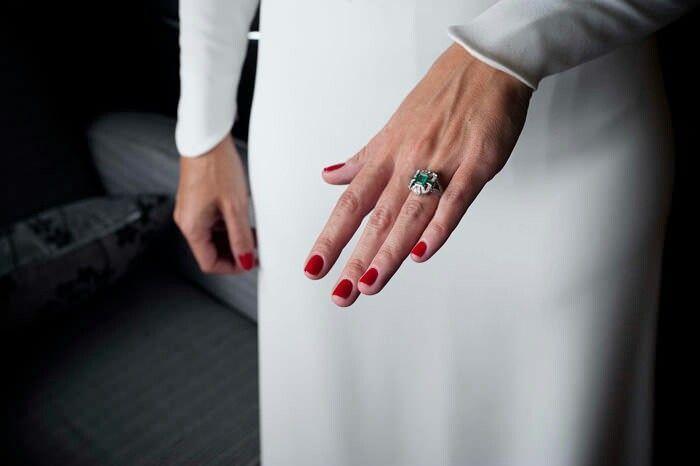 Es el rojo un buen color para tus uñas en ese gran día? Yo creo que ...