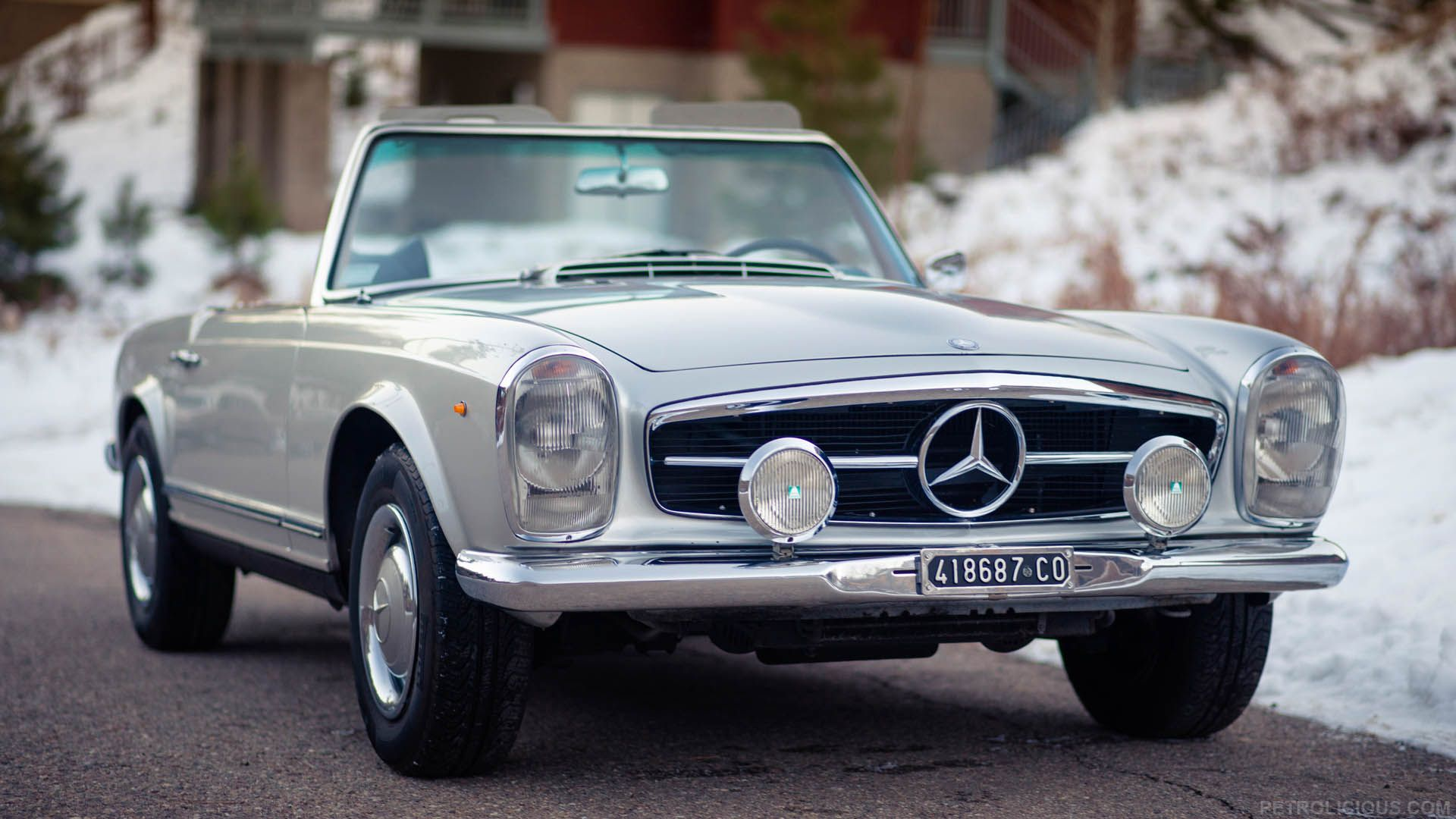 Mercedes benz mechanic preserves history in arizona for Mercedes benz vintage cars