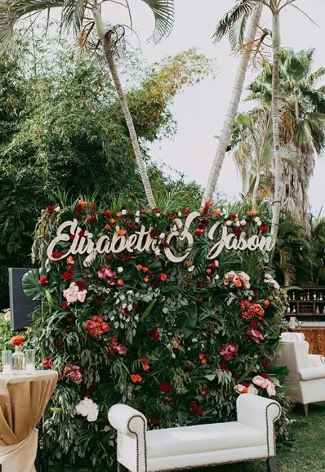 17 Fun & Unusual Wedding Photo Booth Ideas