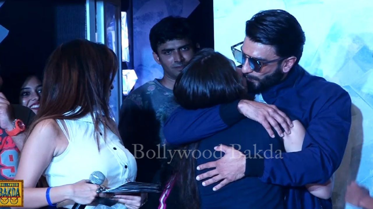 Ranveer Singh Openly FLIRTS With Girls At A Mall