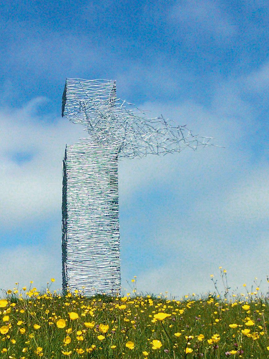 Moment der Zerstörung - Feuerverzinkter Skytower. Kunstwerk von Rob Mulholland