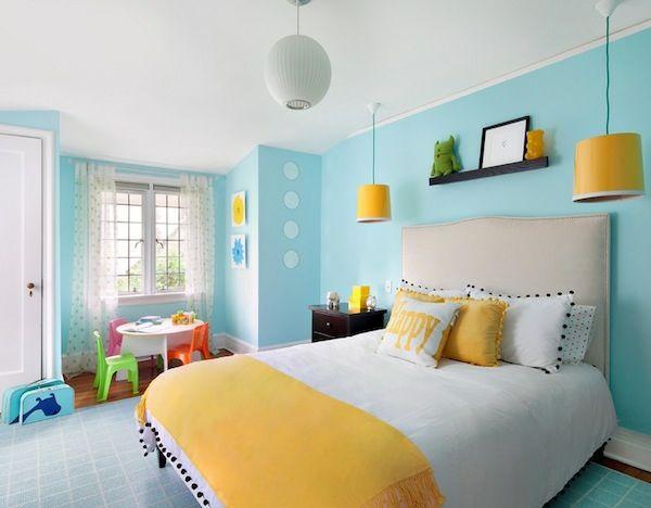 Das Kinderzimmer Interior mit leuchtenden Farben erfrischen\