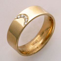 Where to buy vintage engagement rings in New York (NY) - http://engagringbuy.blogspot.com/2015/01/where-to-buy-unique-engagement-rings.html