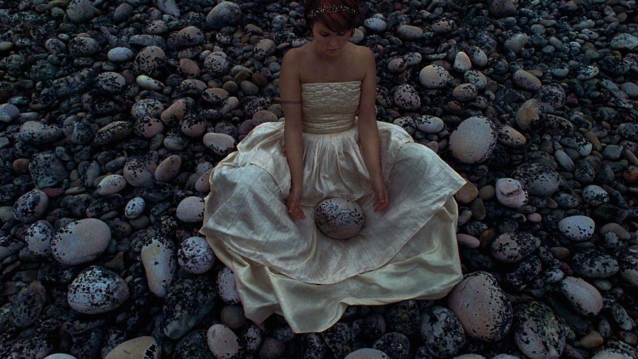 Maailman ihanin tyttö - Valokuva soi: Kivinen kohtu - YouTube